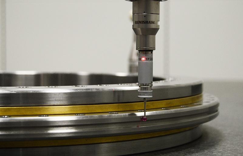 YRT bearing dimensional inspection - Misurazione diametro esterno cuscinetto di precisione YRT